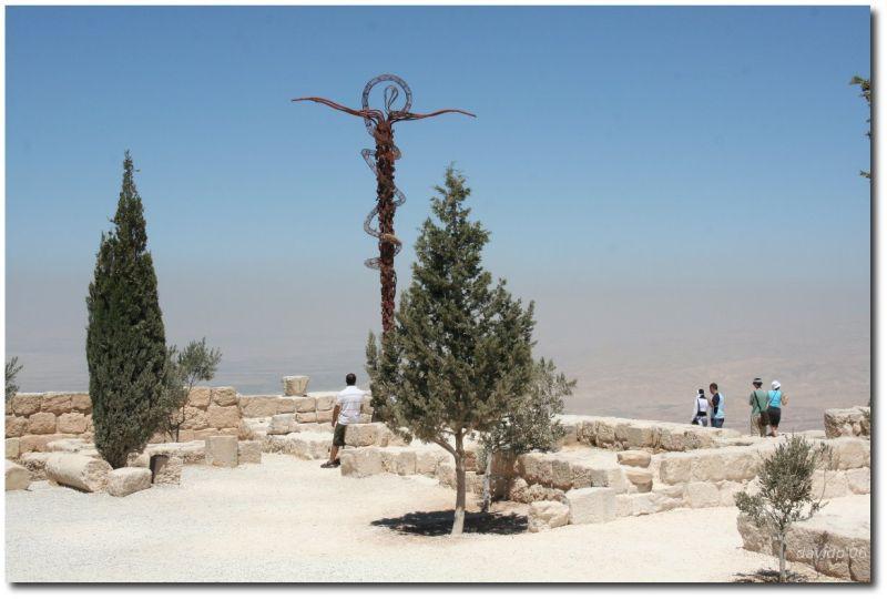 Monte Nebo - Donde cuenta la Biblia que Dios mostró a Moisés la tierra prometida (que se ve al fondo)